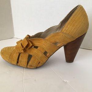 Seychelles yellow suede heels size 10